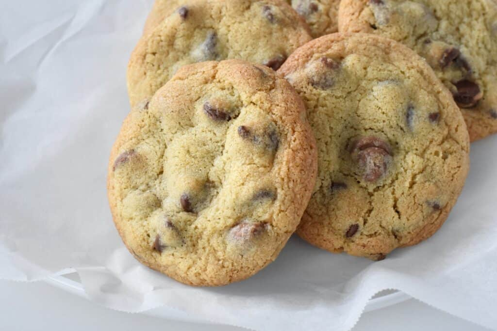 Cookies laying on baking paper